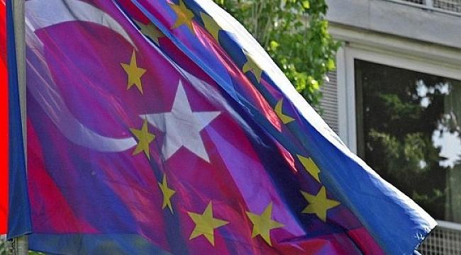 AB ile anlaşma Türkiye'nin istikrarlı büyümesine katkı yapacak